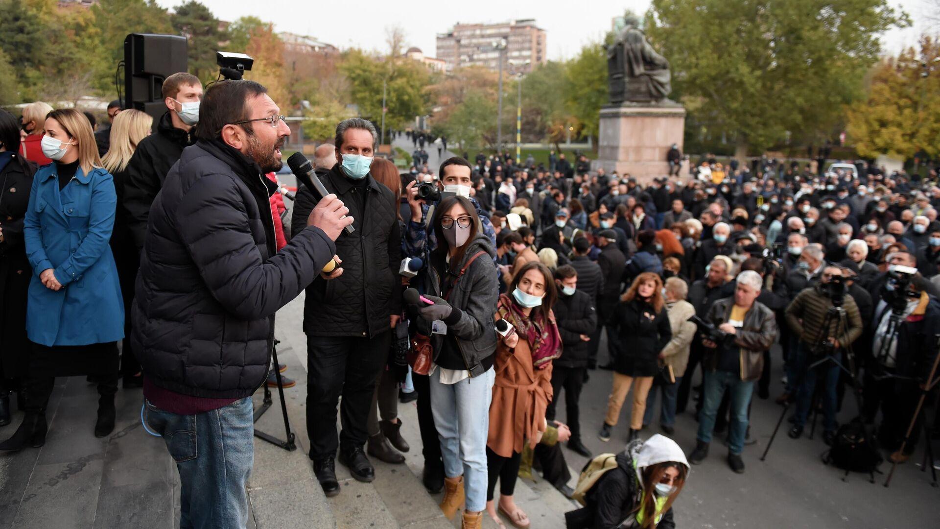 Бывший депутат, член партии АРФ Дашнакцутюн Гегам Манукян выступает на митинге оппозиции на Площади Свободы в Ереване - РИА Новости, 1920, 23.11.2020
