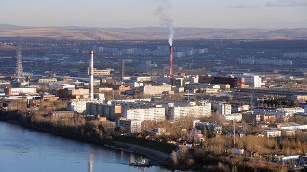 Вид на правобережную часть Красноярска и промышленные кварталы Ленинского района.