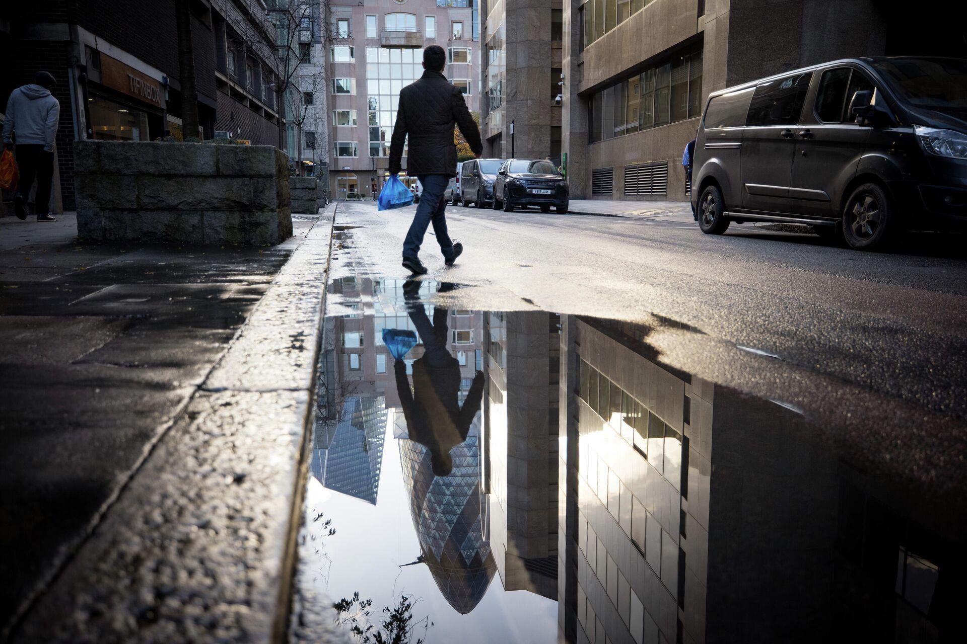 Мужчина на одной из улиц Лондона - РИА Новости, 1920, 17.11.2020