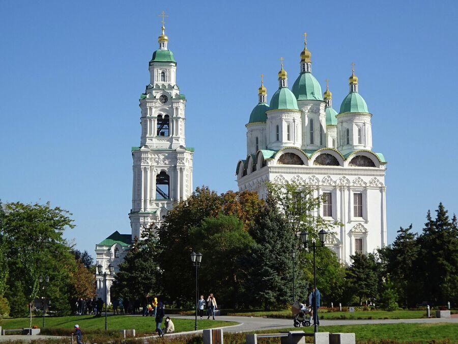 Успенский собор и Пречистенская колокольня
