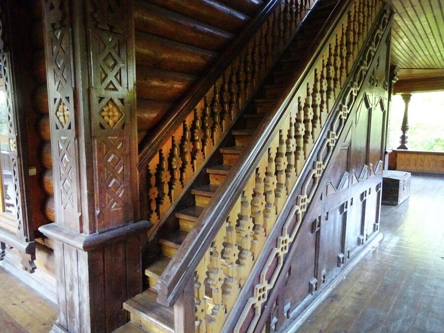 Дом купца Тетюшинова, лестница