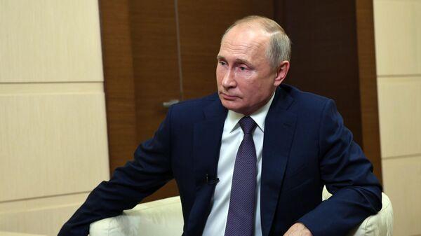 Президент РФ Владимир Путин отвечает на вопросы СМИ по ситуации в Нагорном Карабахе