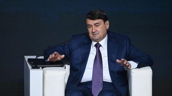 Помощник президента РФ Игорь Левитин на международном форуме Транспорт России