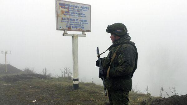 Блокпост российских миротворцев на лачинской дороге в Нагорном Карабахе