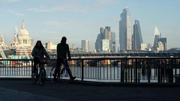 Вид на Лондон с южного берега Темзы во время карантина, введенного в связи с коронавирусом