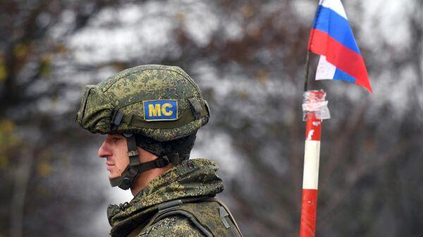 Российский миротворец на блокпосту в Лачинском коридоре