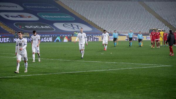 Футболисты сборной России после поражения в матче со сборной Сербии