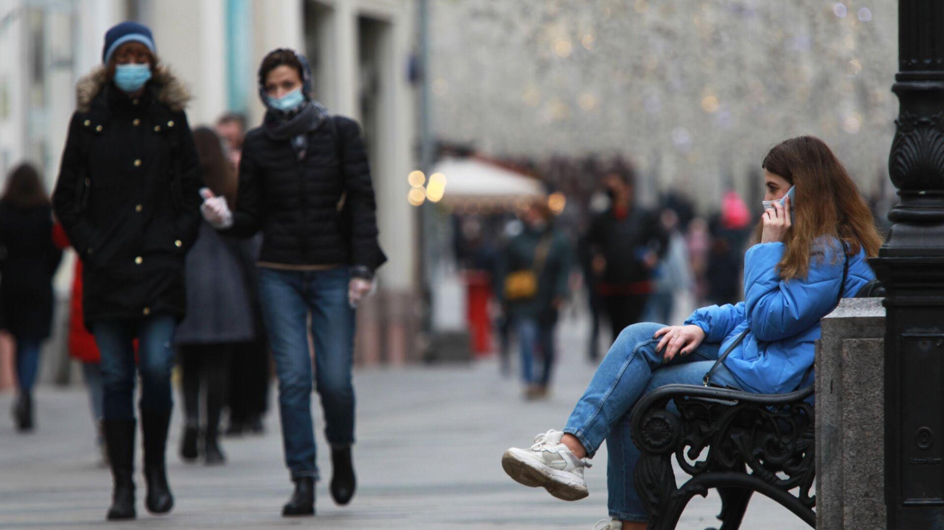 Прохожие в защитных масках на Никольской улице в Москве - РИА Новости, 1920, 21.11.2020