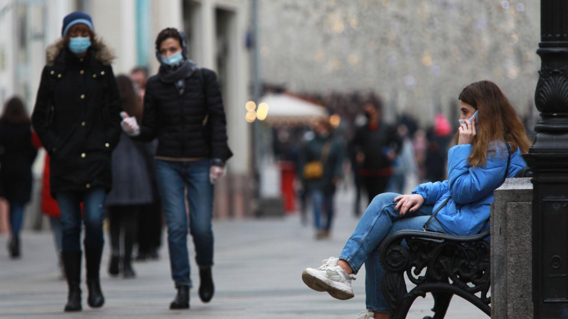 Прохожие в защитных масках на Никольской улице в Москве - РИА Новости, 1920, 02.03.2021
