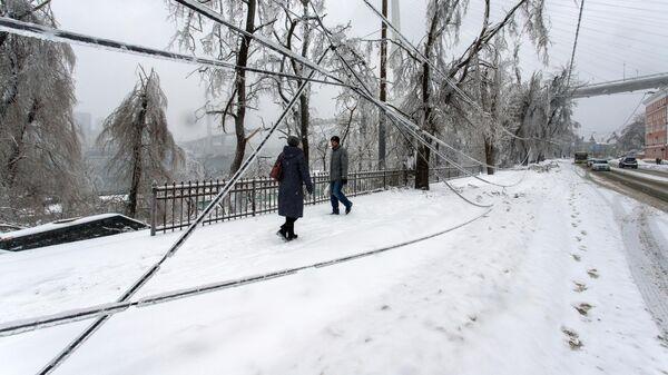 Последствия снежного циклона во Владивостоке