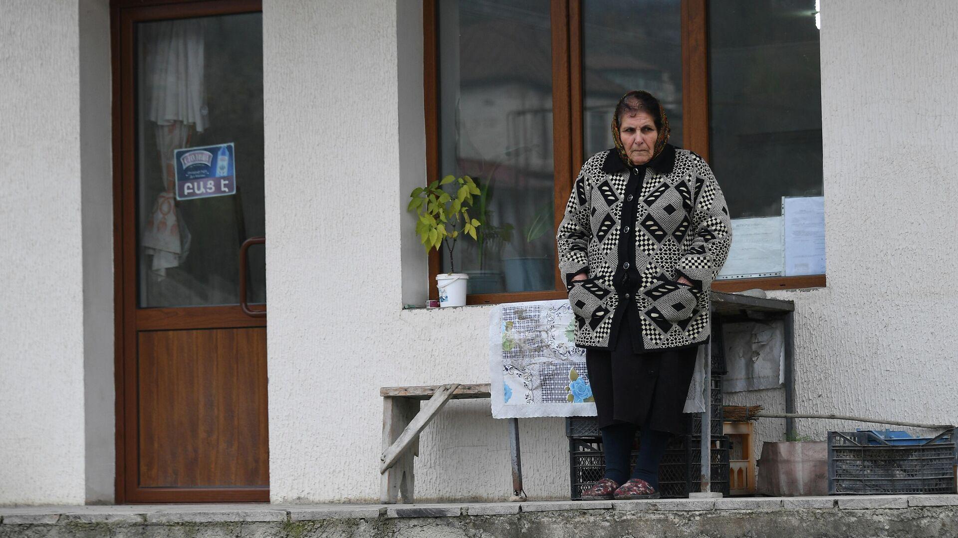 Местная жительница в городе Аскеран в Нагорном Карабахе - РИА Новости, 1920, 22.11.2020