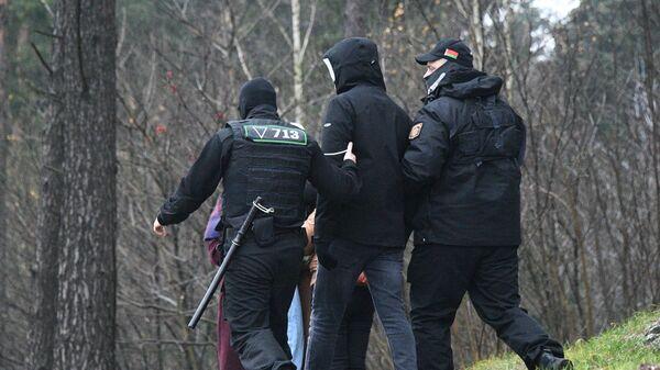 Задержание сотрудниками правоохранительных органов участников акции протеста в Минске
