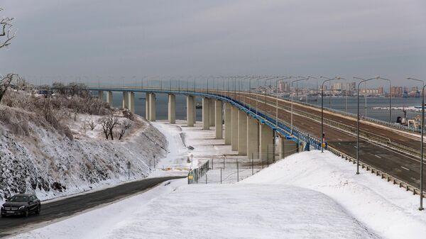 Мост на остров Русский во Владивостоке перекрыт из-за опасности падения льда