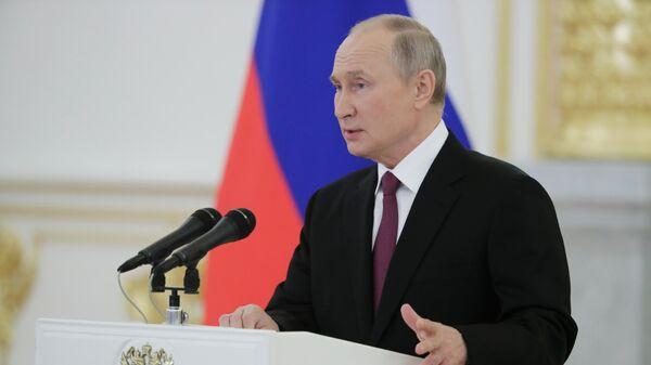 Президент РФ Владимир Путин на церемонии вручения верительных грамот чрезвычайными и полномочными послами