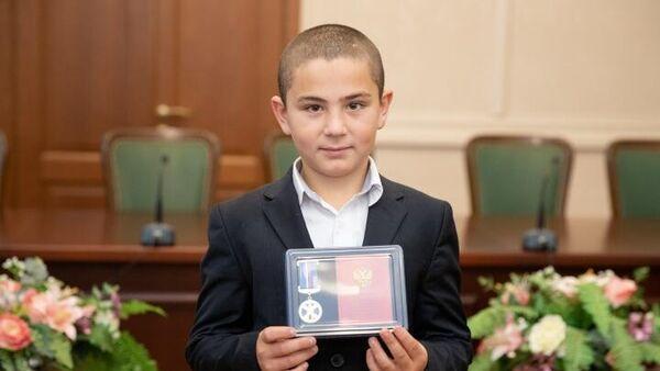 Батыр Гаджаев, награжденный медалью Совета Федерации За проявленное мужество