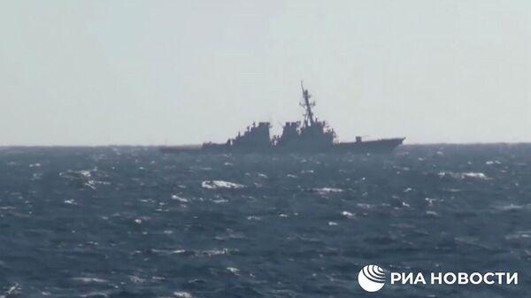 Кадр видео инцидента с американским эсминцем John McCain