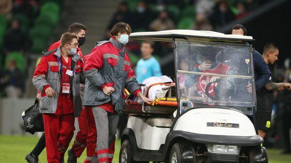 Игрок ФК Севилья Серхио Эскудеро получил травму в матче 4-го тура группового этапа Лиги чемпионов УЕФА сезона 2020/21 между ФК Краснодар (Россия, Краснодар) и ФК Севилья (Испания, Севилья).