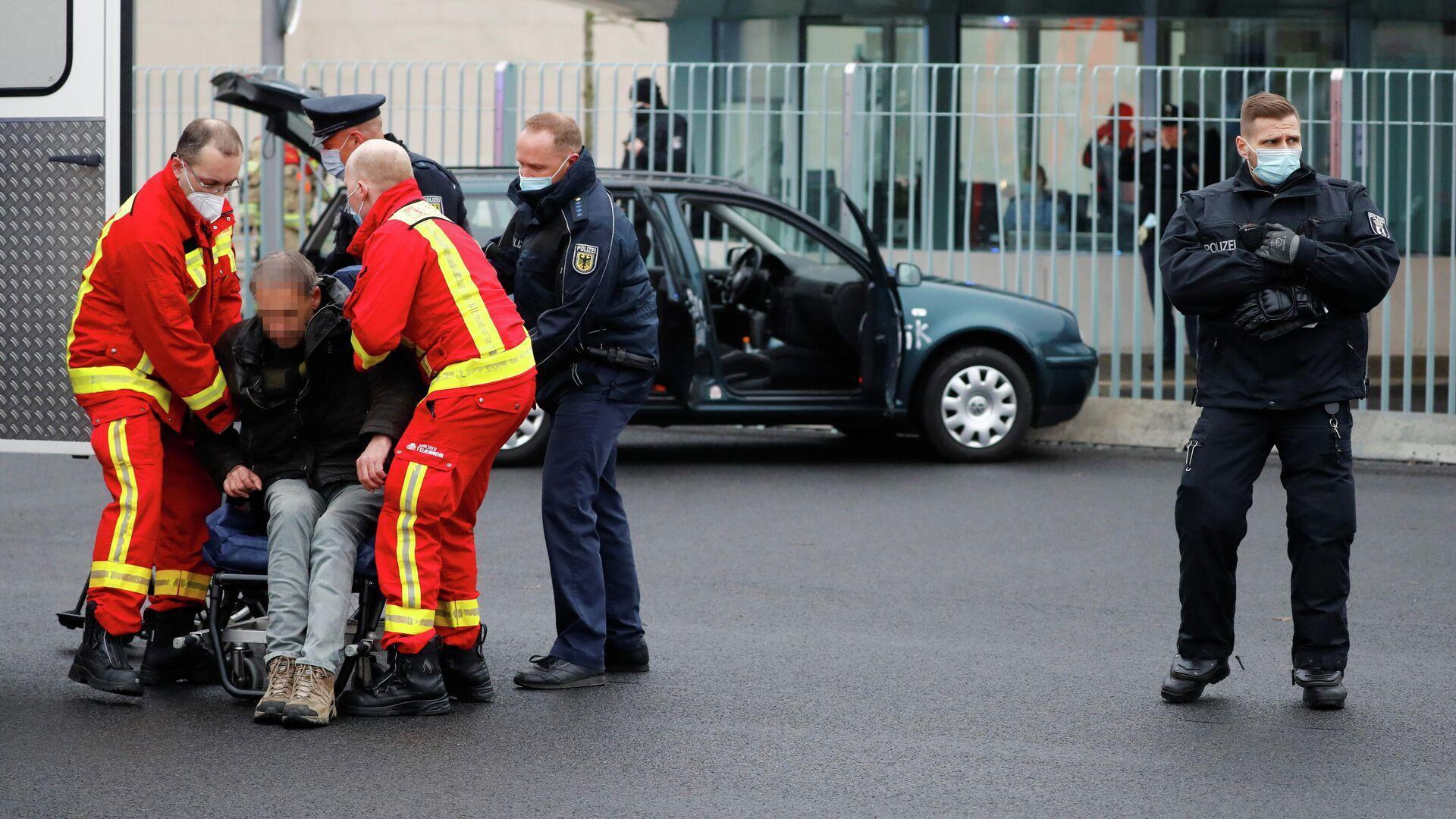 Водитель автомобиля, врезавшегося в ворота офиса Ангелы Меркель в центре Берлина - РИА Новости, 1920, 26.11.2020