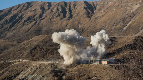 Подрыв зданий воинской части армянскими военными в Кельбаджарском районе