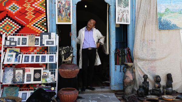 Продавец товаров для туристов в городе Сиди-Бу-Саид