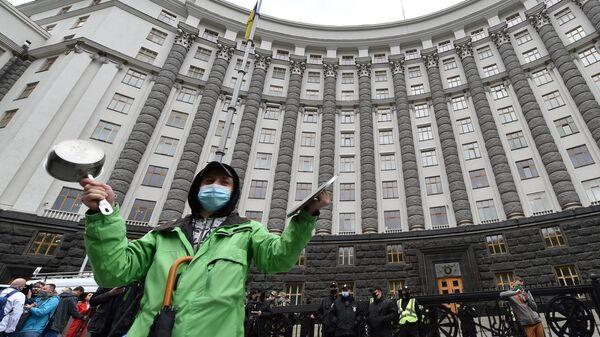 Участники митинга у здания Кабинета Министров Украины