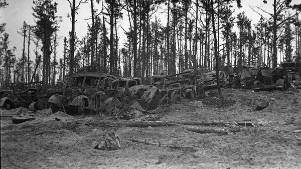 Подбитая немецкая военная техника брошена под городом Орлом