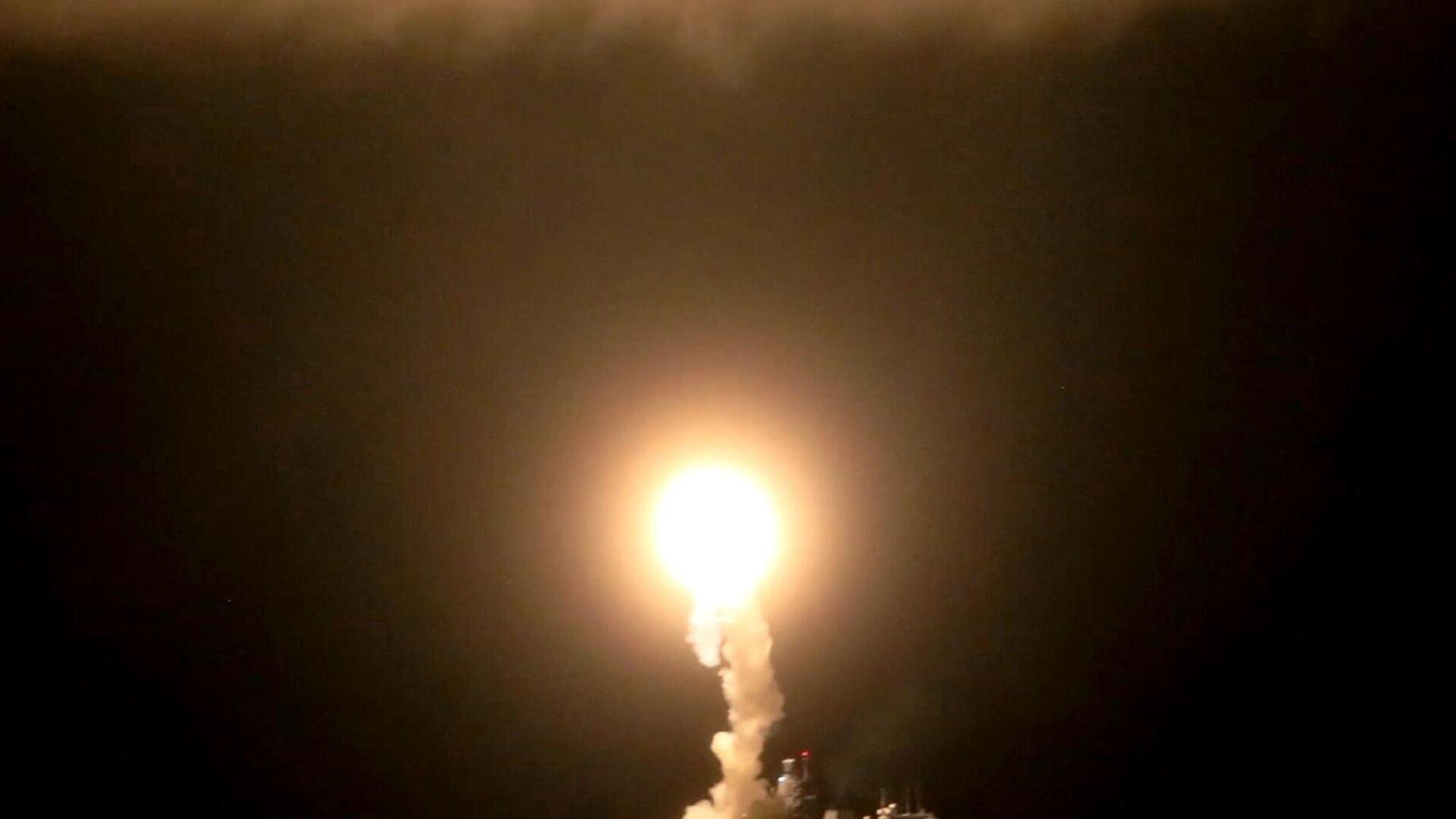 Запуск гиперзвуковой ракеты Циркон с фрегата Адмирал Горшков в акватории Северного Ледовитого океана - РИА Новости, 1920, 02.04.2021