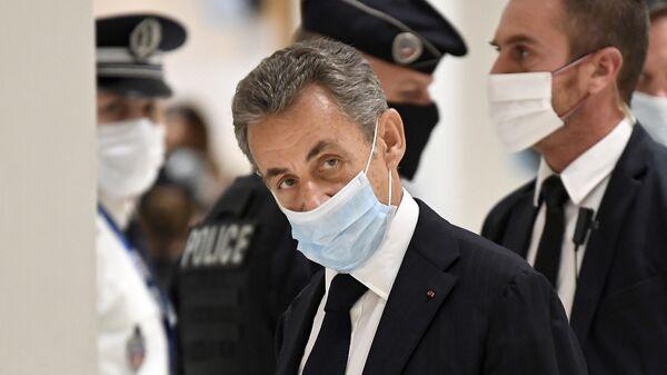 Бывший президент Франции Николя Саркози в здании суда