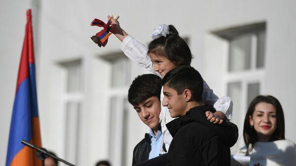 Церемония открытия школы в Степанакерте