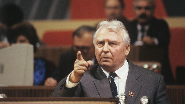Член Политбюро ЦК КПСС Егор Лигачев на XXVIII съезде Коммунистической партии