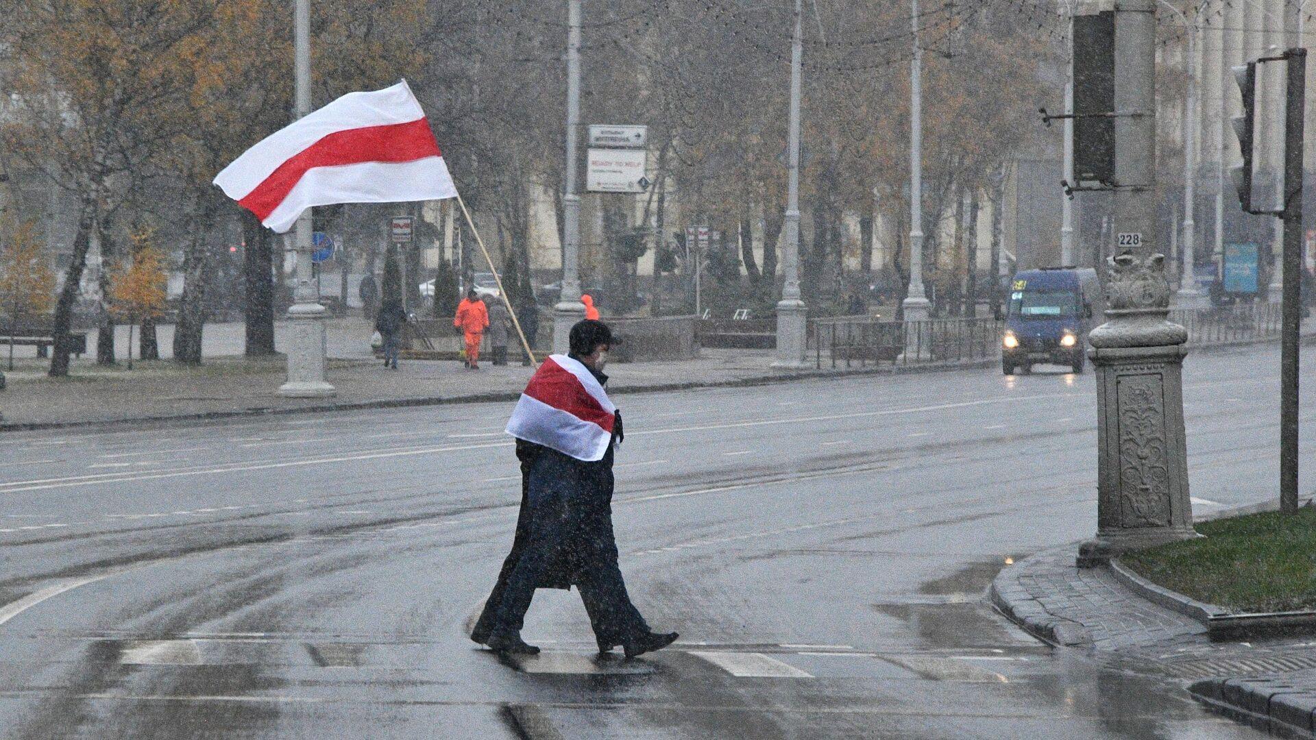 Участники несанкционированной акции протеста Марш соседей в Минске - РИА Новости, 1920, 07.02.2021