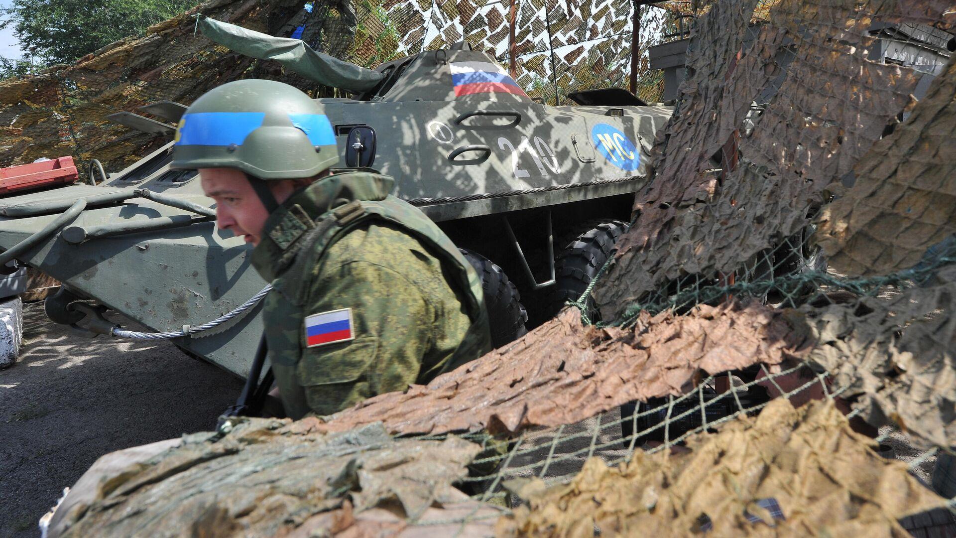 Российский миротворец на блокпосту, расположенном на въезде в город Бендеры - РИА Новости, 1920, 01.12.2020
