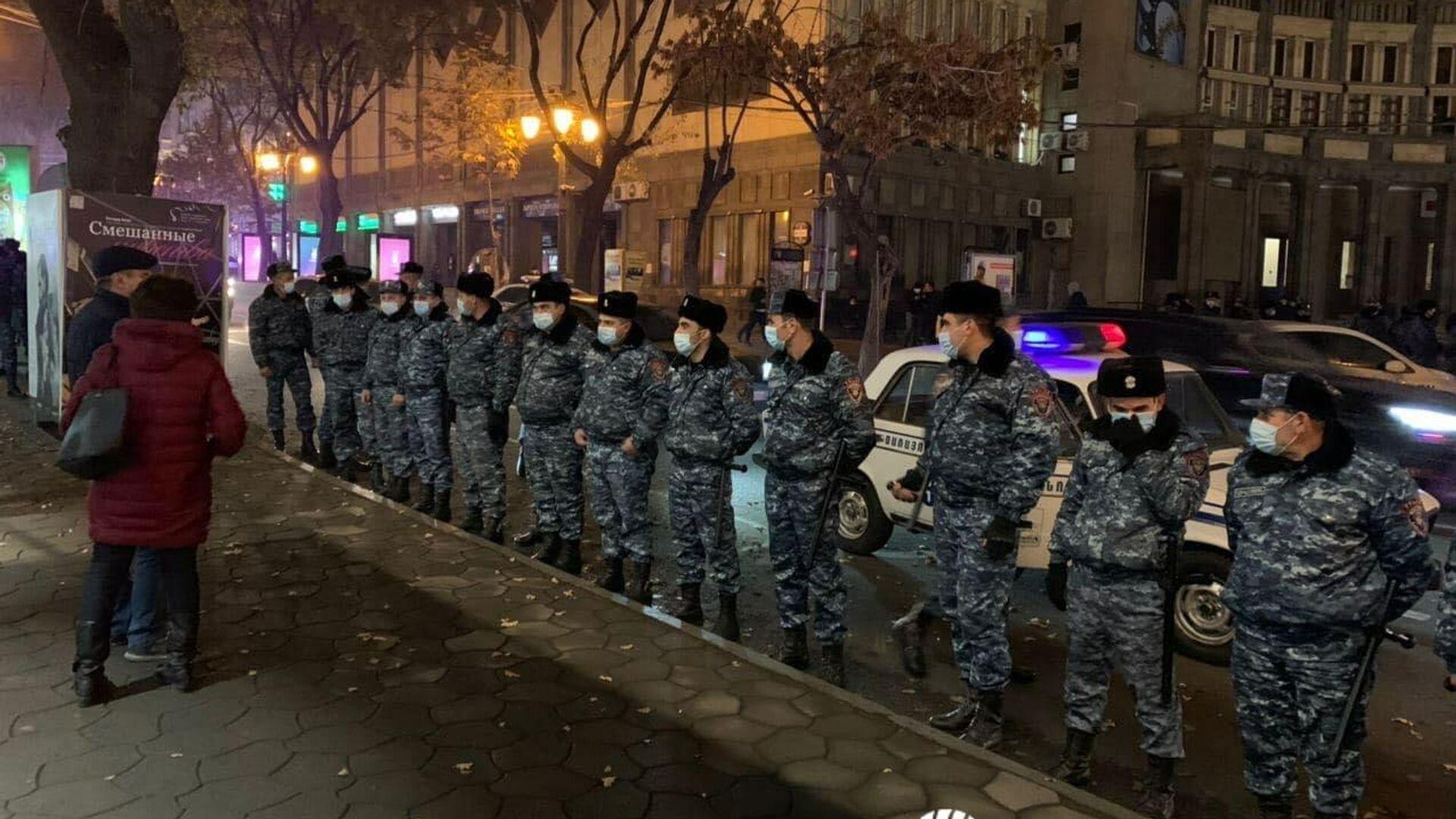 Сотрудники полиции в Ереване - РИА Новости, 1920, 30.11.2020