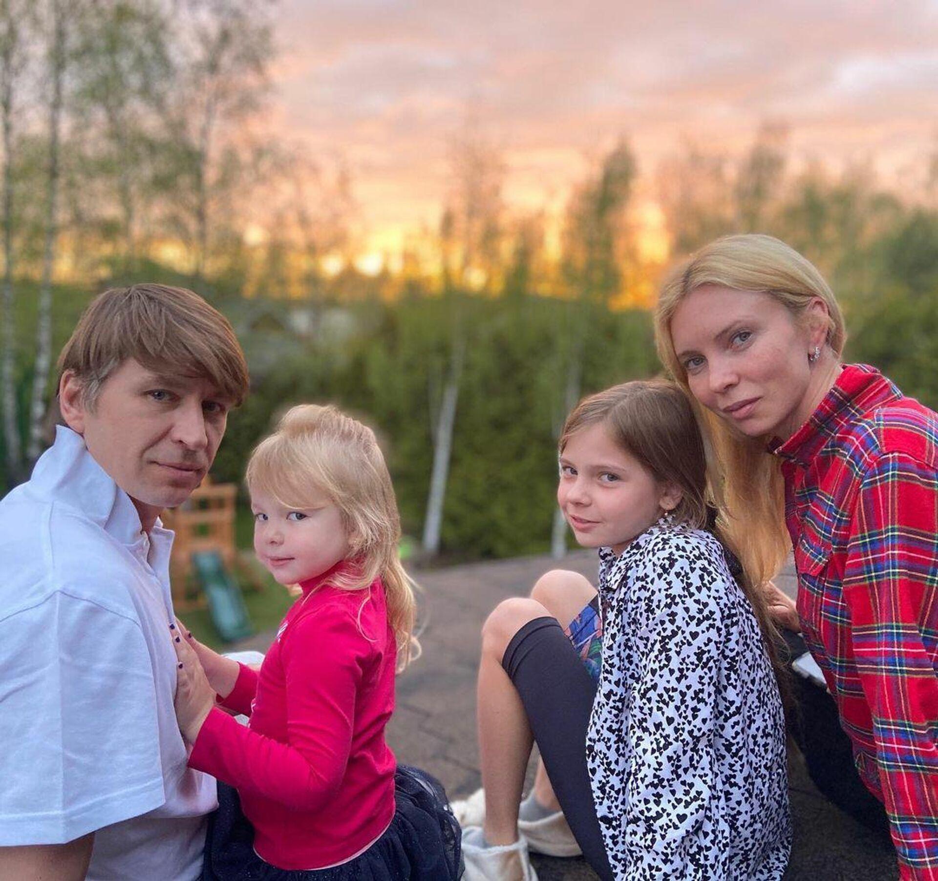 Алексей Ягудин с дочками и супругой - РИА Новости, 1920, 30.11.2020