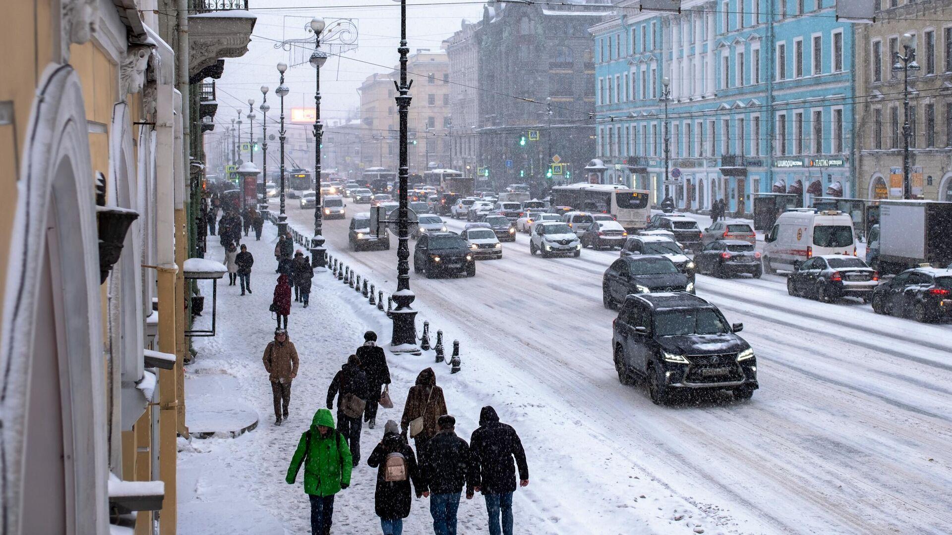 На Невском проспекте в Санкт-Петербурге во время снегопада - РИА Новости, 1920, 01.12.2020