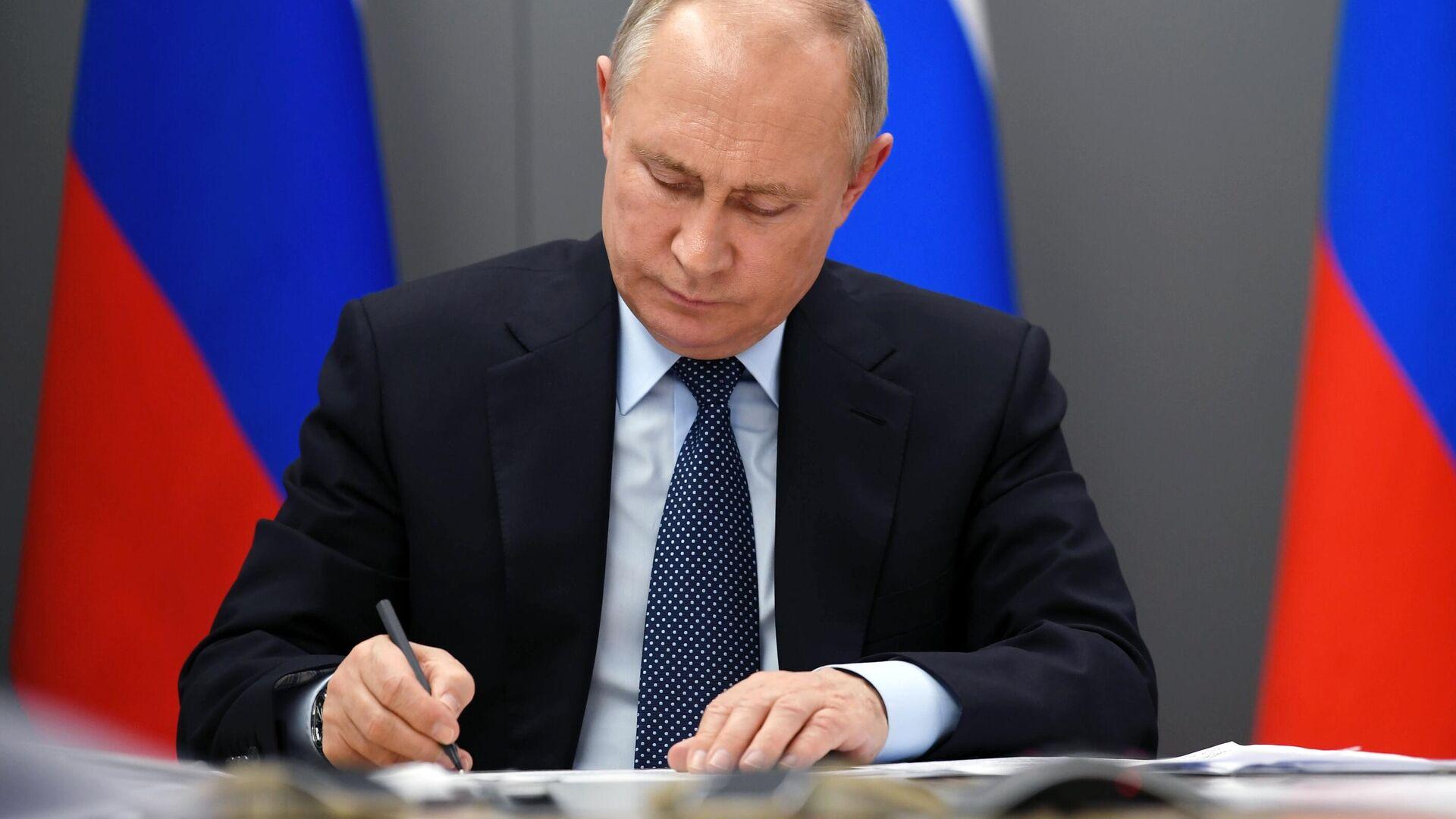 Путин подписал закон о гарантиях неприкосновенности для экс-президента