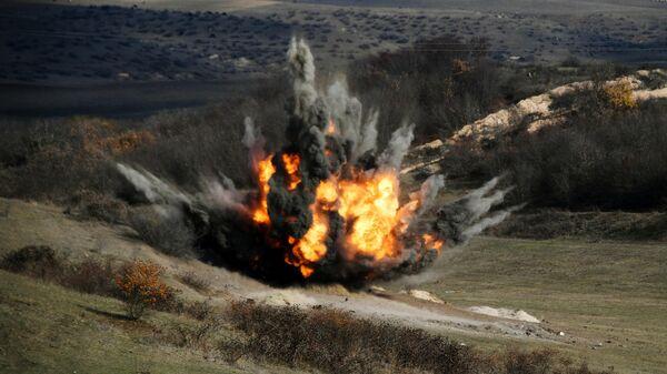 Подрыв боеприпасов, найденных во время разминирования местности в районах Нагорного Карабаха специалистами Международного противоминного центра Министерства обороны РФ