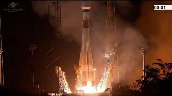 Кадры старта ракеты-носителя Союз-СТ-А со спутником Falcon Eye 2 с космодрома Куру