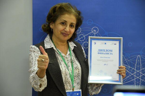 Айна Ильясова из Туркменистана выступает на конкурсе Закачай знания