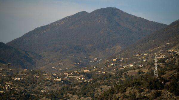 Вид с дороги Горис-Бердзор на город Лачин (Бердзор) в Нагорном Карабахе
