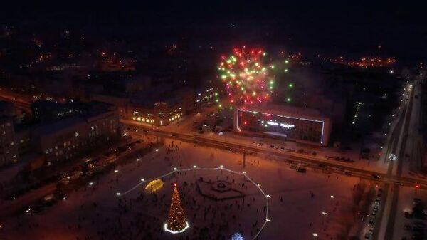 Самая первая елка: на новогоднем дереве в Якутии зажгли огни