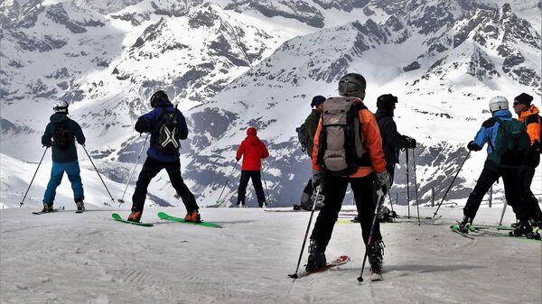 Отдыхающие на горнолыжном курорте