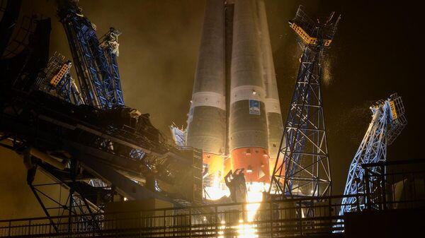 Старт ракеты-носителя Союз-2.1б со спутником связи Гонец-М с космодрома Плесецк