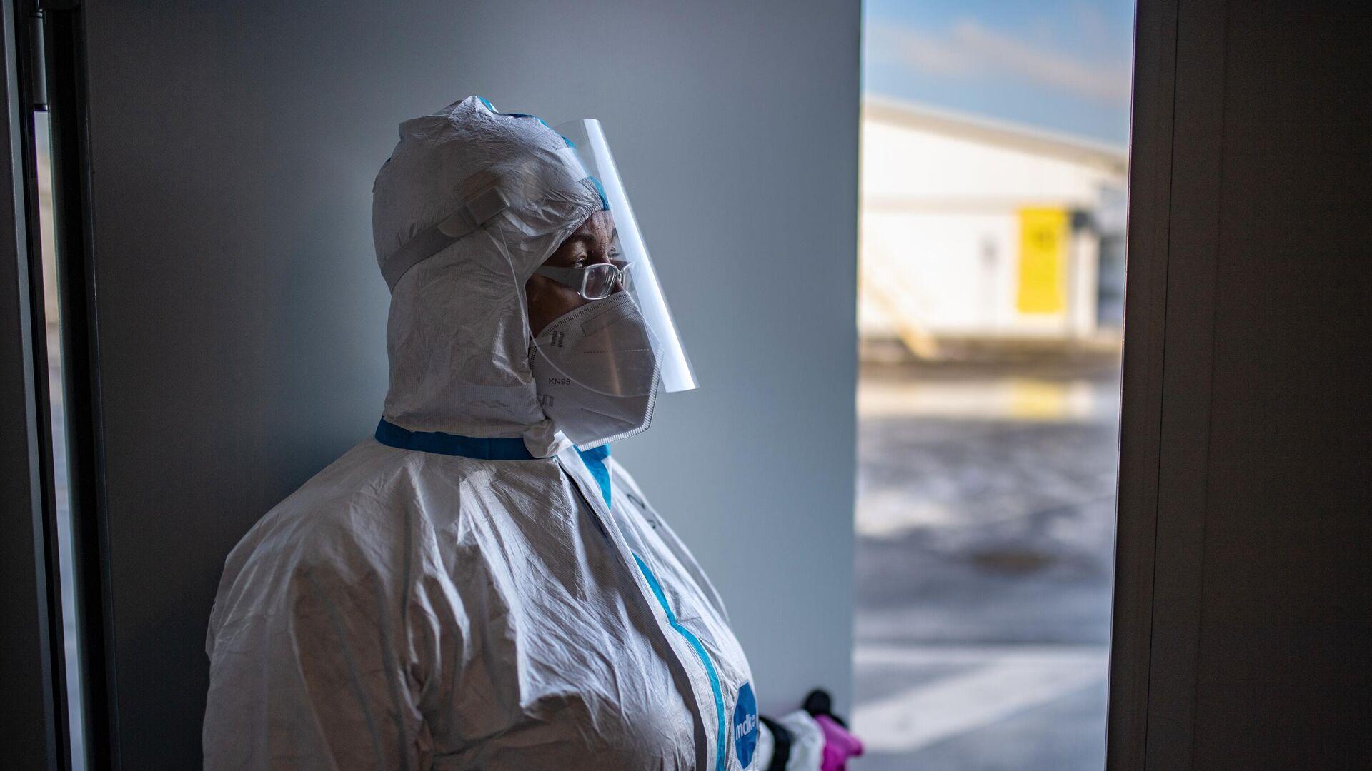 Медицинский работник в приемном отделении госпиталя для больных COVID-19 в Московском клиническом центре инфекционных болезней Вороновское - РИА Новости, 1920, 02.03.2021