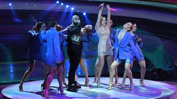 Украинская поп-группа Артик и Асти выступает на церемонии вручения Российской Национальной Музыкальной Премии Виктория в Государственном Кремлевском Дворце