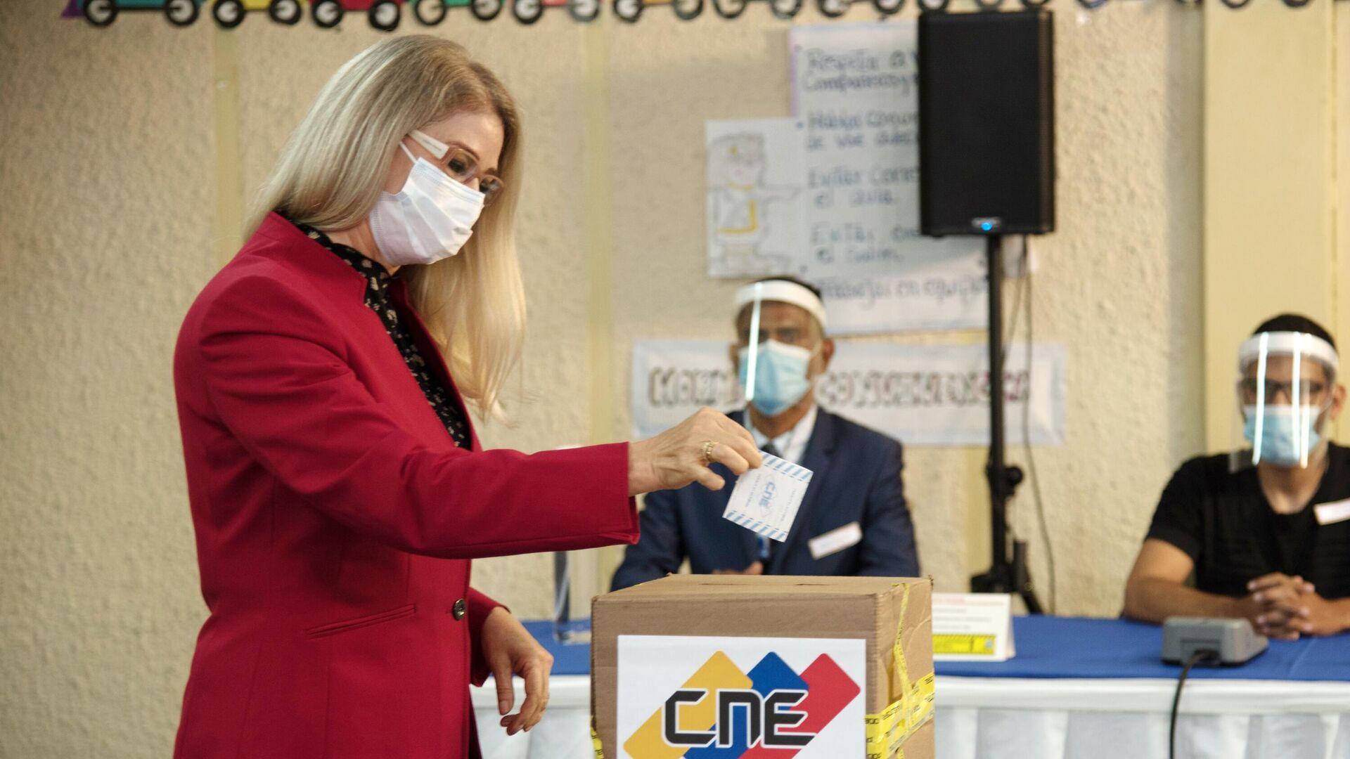 Первая леди Венесуэлы Силия Флорес во время голосования на выборах в Нацассамблею республики - РИА Новости, 1920, 07.12.2020