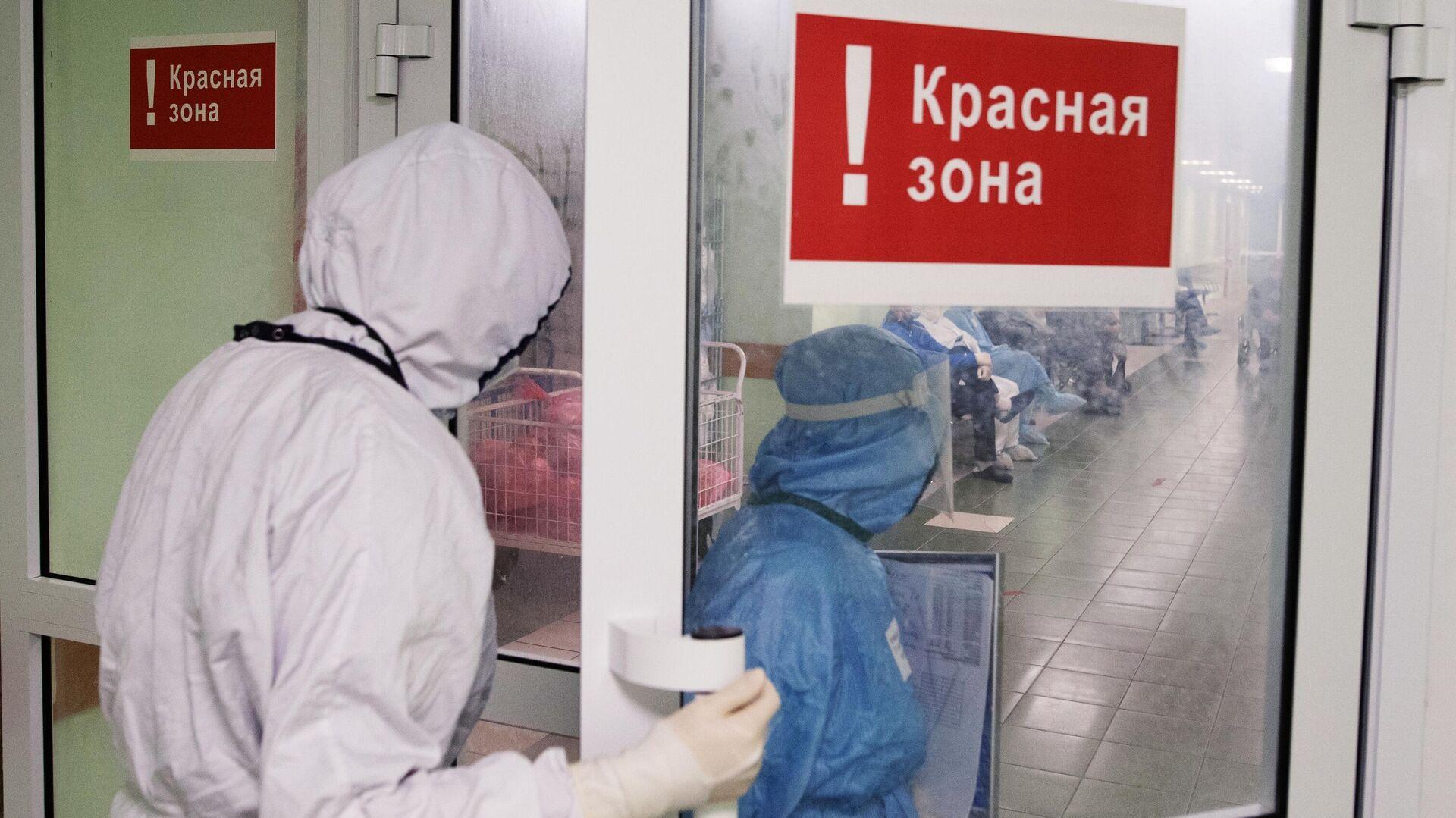 Медицинские сотрудники входят в красную зону городской клинической больницы № 15 имени О. М. Филатова в Москве - РИА Новости, 1920, 16.12.2020