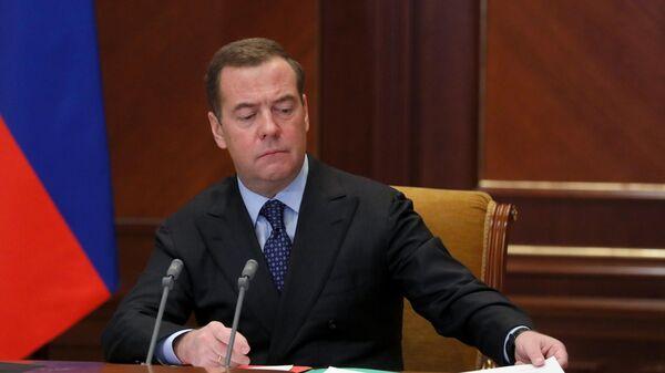 Заместитель председателя Совета безопасности РФ Дмитрий Медведев провел совещание по вопросу О мерах по активизации перехода РФ на отечественную продукцию
