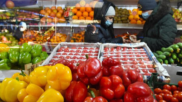 Продажа овощей на Преображенском рынке в Москве