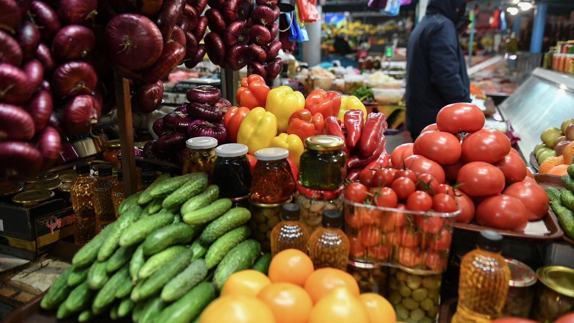 Продажа овощей и фруктов на Ялтинском овощном рынке - РИА Новости, 1920, 09.12.2020